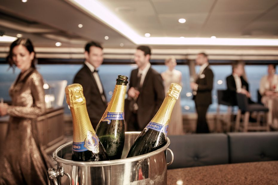 silversea-luxury-cruises-silver-muse-tors-observation-lounge-champagne